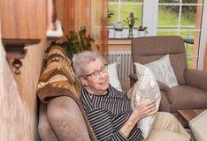 Über der Großmutter mit 80 Jährigen Lizenzfreies Stockfoto