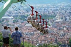 Über der Stadt Grenoble. Stockfotografie
