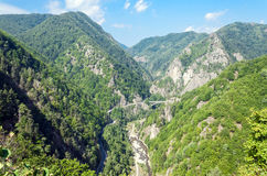 Über der Transfagarasan-Straße Bild genommen von Poenari-Schloss lizenzfreies stockfoto