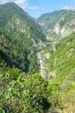 Über der Transfagarasan-Straße Bild genommen von Poenari-Schloss stockbilder