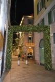 Über die Della Spiga-Modestraße des Mailand-Modestadtzentrums, verziert für die Weihnachtsfeiertage lizenzfreies stockbild