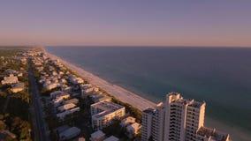 Über die Strände des Südstrandes fliegen, Miami, Florida stock footage