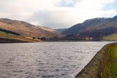 Über Dovestone Reservoir lizenzfreies stockfoto