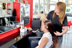 Über Haar erhalten zu schneiden Stockfoto