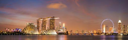 Über herum von Singapur-Stadtbild in der Dämmerungsszene lizenzfreie stockfotografie