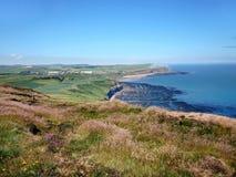 Über Küstenlandschaft schauen, England Stockbild
