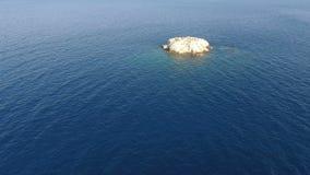 Über kleiner Insel stock video
