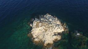 Über kleiner Insel stock video footage