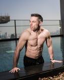 Über Mann 40 mit großem Körper Stockbild