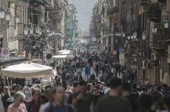 Über Maqueda bekannt als Strada Nuova, eine der Hauptstraßen von Palermo lizenzfreies stockfoto