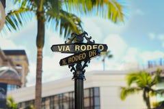 Über Rodeo N. Rodeo Dr. Beverly Hills Sign lizenzfreie stockbilder