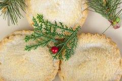 Über Schuss von frisch gebacken zerkleinern Sie Torten für Weihnachten stockfotos