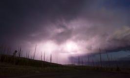 Über Turm-Nebenfluss-Gewitter-Blitzschlag-Yellowstone Nationalpark Stockfotografie