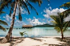Über Wasserbungalows in der Lagune Lizenzfreie Stockfotos