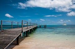 Über Wasserpier in der Lagune des Französisch-Polynesiens Stockfotos