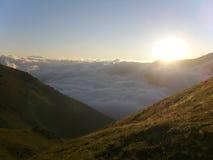 Über Wolken am Morgen Stockfotografie
