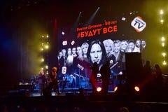 Über Zehntausend nehmen Leute an dem Jahr-Geburtstagskonzert Viktor Drobyshs 50. bei Barclay Center teil Stockbilder