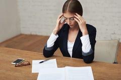 Überbelastende Geschäftsfrau Lizenzfreie Stockfotos