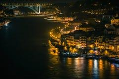Überblick über alte Stadt von Porto, Portugal nachts Stockbilder