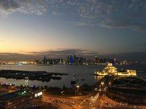 Überblick über den Dhow-Hafen nachts Stockbilder