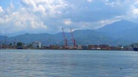 Überblick über den Hafen auf dem Schwarzen Meer stock video