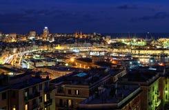 Überblick über Genua am Abend lizenzfreie stockfotos