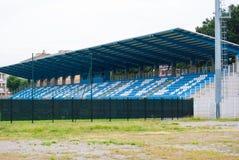 Überblick auf Sitzreihen eines kleinen Stadions lizenzfreie stockfotografie