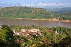 Überblick zum Westen von Luang Prabang Stadt bei Sonnenaufgang Lizenzfreies Stockbild