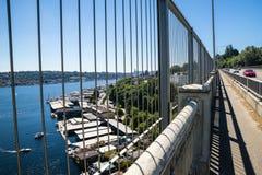 Überbrücken Sie Ansicht von Hausbooten auf See-Verband Seattle Washington stockfotografie