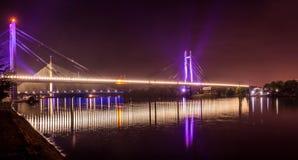 Überbrücken Sie Reflexion im Fluss Sava in Belgrad Stockfoto