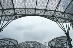 Überdachen Sie den Architekten, der mit Eisen- und Designerdachabdeckung gemacht wird Lizenzfreie Stockfotografie