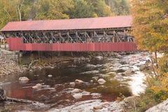 Überdachte Brücke über Saco-Fluss im Crawford Notch-Nationalpark Lizenzfreie Stockfotografie