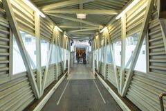 Überdachte Brücke an der Fähre Lizenzfreie Stockfotografie