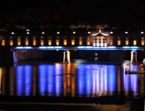Überdachte Brücke nachts Lizenzfreie Stockfotos