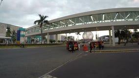 Überführungs-Eingang, der zu Mall von Asien Inspektion führt stock video footage