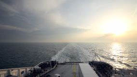 Überfahrt-Fähren-Sonnenuntergang stock video