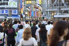 Überfahrt Tokyos Shibuya - Leute Stockfotografie