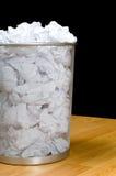 Überfließender Papierkorb stockfoto