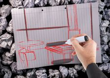 übergeben Sie Architekturbüro rote Linien auf einem Papier mit schwarzen Details Stockbild