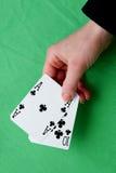 Übergeben Sie das Halten bester klassischer Blackjackkombination zehn und des Asses von c Stockfoto