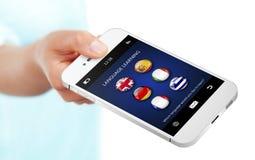 Übergeben Sie das Halten des Handys mit Erlernen- der Spracheanwendung ove Stockfoto