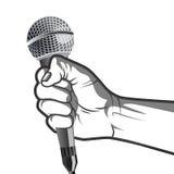 Übergeben Sie das Halten eines Mikrofons in einer Faustvektorillustration in der Schwarzweiss-Art Stockbilder