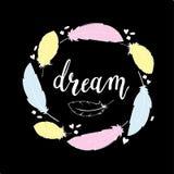 Übergeben Sie drawnillustration in boho Art mit handdrawn Federn und fassen Sie das Traumhandlettering ab Lizenzfreie Stockfotografie
