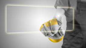Übergeben Sie in einem workmans Handschuh, der einen Knopf activing ist Stockfotografie
