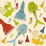 Übergeben Sie gezogene dekorative Meerjungfrau, Seepferdchen und calmar Märchen Stockbilder
