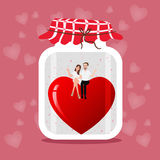 Übergeben Sie gezogene Illustration eines Weckglases mit zwei Herzpaaren, Hochzeit und Romanze Illustration auf rosa Hintergrund Stockfoto