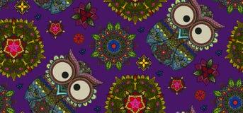 Übergeben Sie gezogene Mandala und dekorative Eule nahtloses Muster, Blumend Lizenzfreie Stockfotos