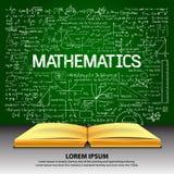 Übergeben Sie gezogene Mathematik auf Tafel mit geöffnetem Buch Lizenzfreie Stockfotografie