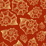 Übergeben Sie gezogene Vektorillustrationen - nahtloses Muster der Muschel Orange Hintergrund Lizenzfreie Stockfotos