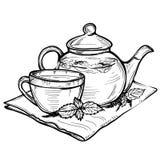 Übergeben Sie gezogene Vektorskizze der gesunden Schale des grünen Tees mit Teeblättern Stockfotografie